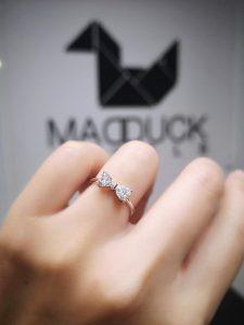 RG1811 madduckjewels ตัวเรือนผลิตจากเงินแท้ ชุบทองคำขาวแท้ ฝังเพชรสังเคราะห์ CUBIC ZIRCONIA นำเข้าเกรดพิเศษ สั่งเจียระไนเฉพาะ MADDUCK JEWELS เท่านั้น